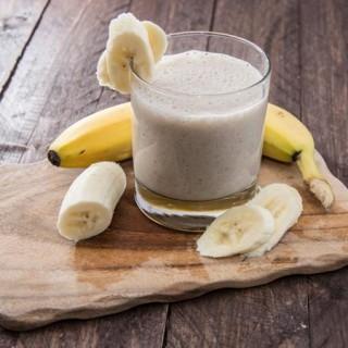 01-banana-smoothie-TS-178834536